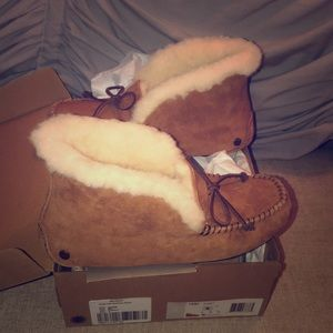 Ugg Alena slippers brand new in box size 6